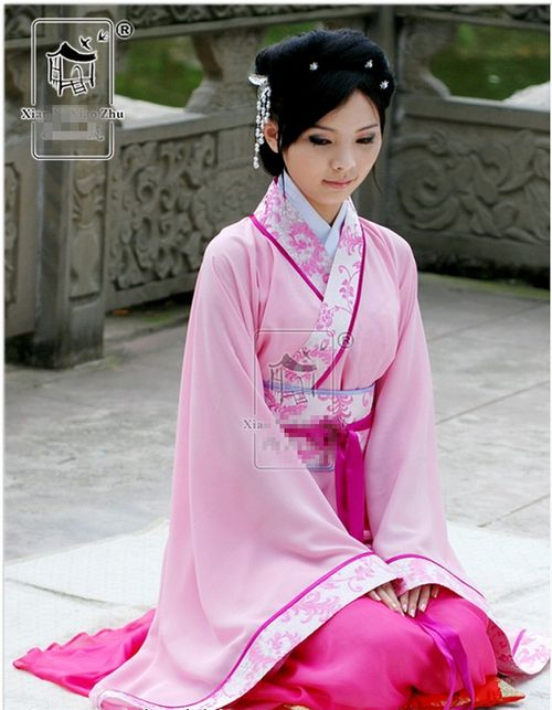 A Sitting Woman In A Lovely Chinese Hanfu Dress In Lana -4456