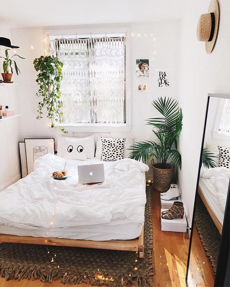 Macrame Curtain Over The Window In Simple White Bedroom With Plants By Viktoria Dahlberg Retro Bedrooms Bedroom Plants Aesthetic Bedroom