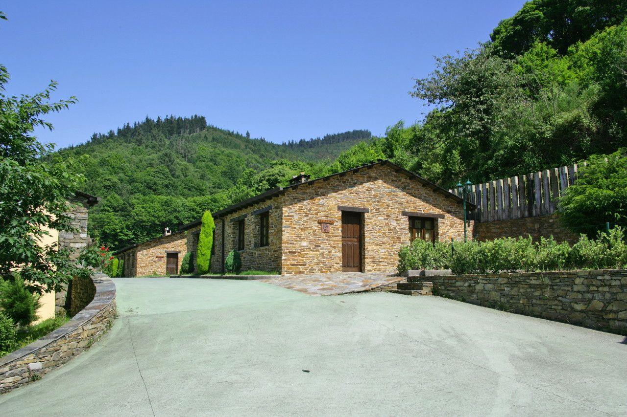Nombre: Casa rural El Teixo. Casas rurales íntegras en Aguillon (Taramundi), Asturias, España. Webs: http://is.gd/5nbF2k • http://is.gd/njnpBV. Información sobre Asturias: http://www.vivirasturias.com/ • http://www.turivia.com/. Otros sitios sobre Asturias: http://www.eurowebmedia.es/. Redes sociales: https://plus.google.com/115398117044453153286. https://twitter.com/vivirasturias. www.youtube.com/vivirasturias. © 2012 EuroWeb Media, S. L. All Rights Reserved sobre el texto y las fotos.