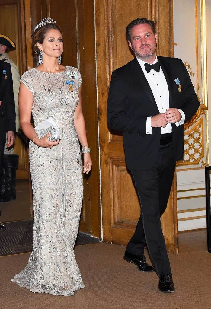 Madeleine sädehti Elie Saabin iltapuvussa Kaarle Kustaan syntymäpäiväjuhlissa.