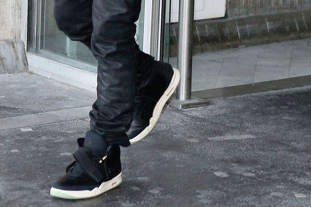 Kanye West Wearing Nike Flyknit Trainer Kim And Kanye Kanye West Kanye West And Kim