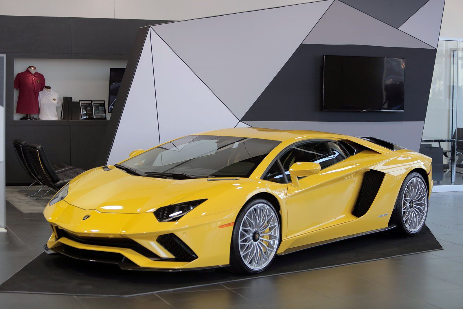 the 2018 lamborghini aventador s is the next generation model of the successful v12 supercar. Black Bedroom Furniture Sets. Home Design Ideas