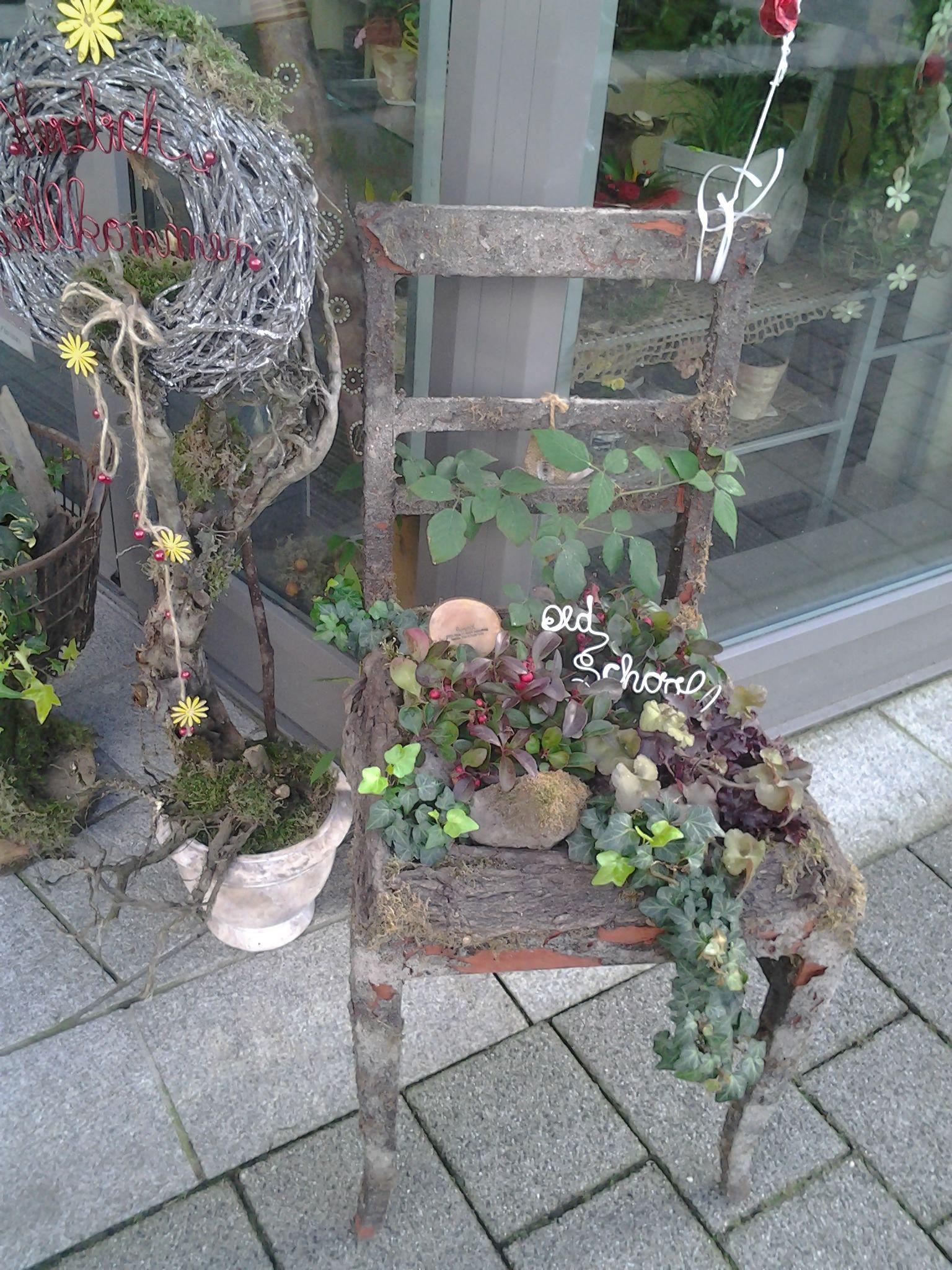 ein Das alter Stuhl ich den vor Blumengeschäft ist einem nXwPkO80