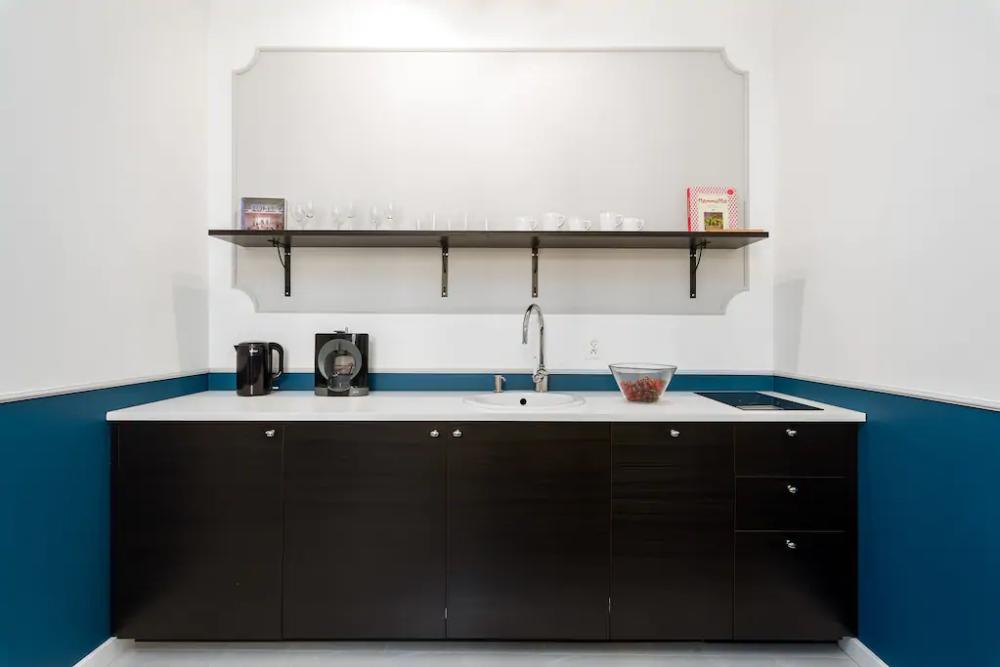 Butikowy Apartament W Centrum Poznan Apartamenty Do Wynajecia W Poznan Wielkopolskie Polska Bathroom Medicine Cabinet Vanity Double Vanity