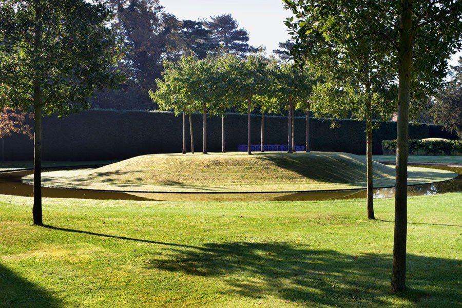 A New Book Celebrates The Beauty Of Contemporary English Gardens English Garden Classic Garden Design Landscape Design