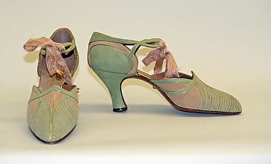 1928-1933 silk and leather evening shoes by Bob, Inc., New York. Via MMA.