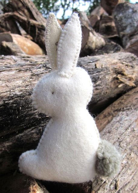 Learn how to make this adorable bunny and 45 BEST Spring Party & Decor Tutorials EVER with their LINKS( http://www.mrspollyrogers.com/2013/02/pollys-picks-my-favorite-spring-tips-tricks-tutorials/) ***this pic links to make the bunny