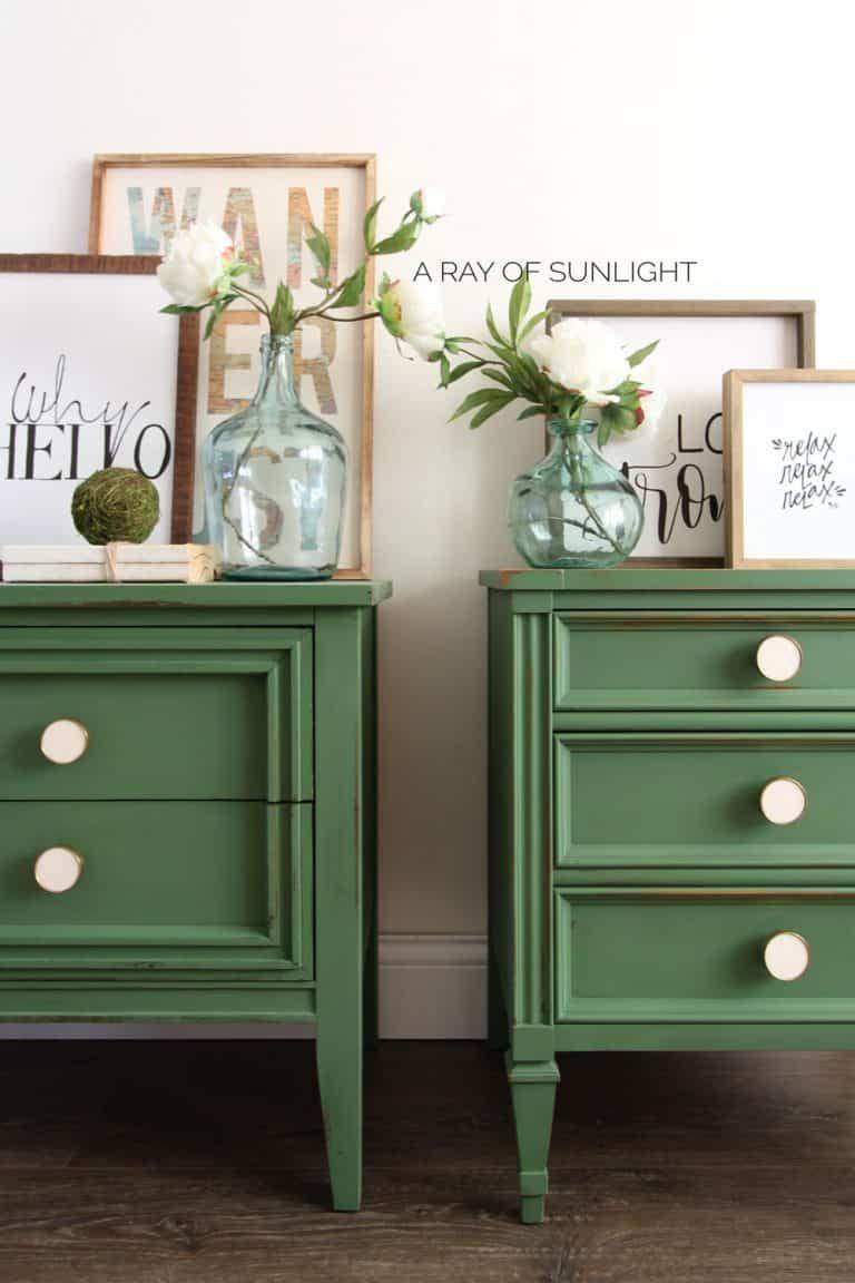 Diy Emerald Green Mismatched Nightstands In 2020 Green Painted Furniture Mismatched Nightstands Furniture
