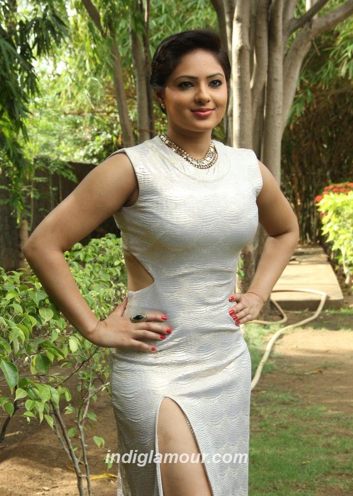 http://static2.indiglamour.com/wp-content/uploads/2015/05/Nikesha-Patel-28.jpg