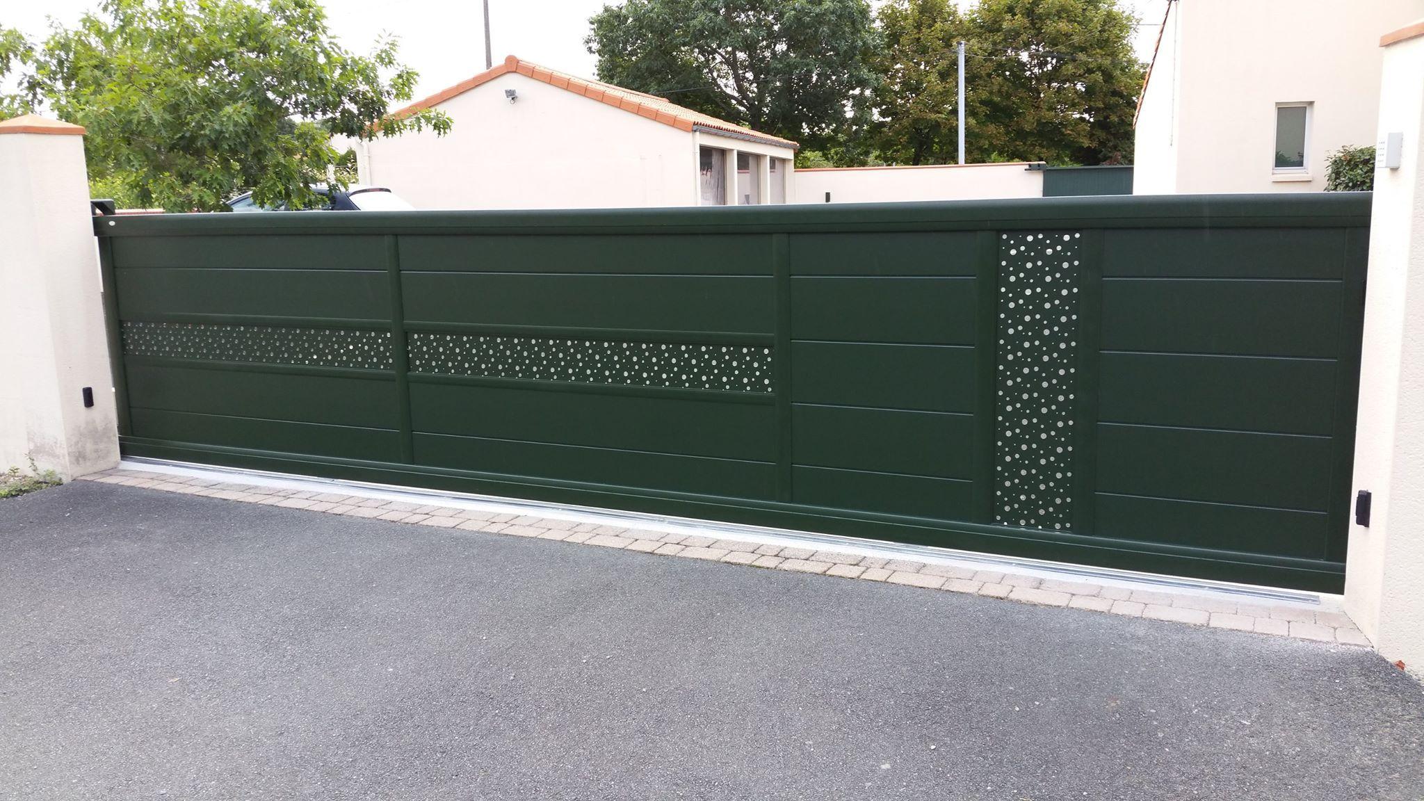 Portail Coulissant Aluminium Gamme Signature Decor Tole Perforee Bulle De Savon Lapeyre Portail Portail Coulissant Portail Alu