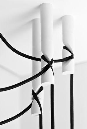 Design bedeutet ab und an auch mal etwas unkonventionellere Wege zu gehen - Wie das aussehen kann, zeigt das Konzept der Kabelaufhängung für eine freischwingende Hängelampe. #HLYTRNTY #holytrinitylights #light #pendantlighting