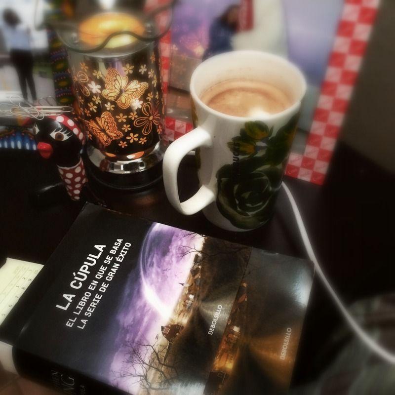 Chocolate, un libro y una tarde de lluvia