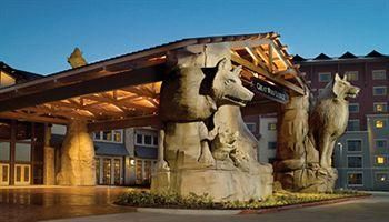 Go to the Great Wolf Lodge In Centralia Wa.... the whole family will love the water park...
