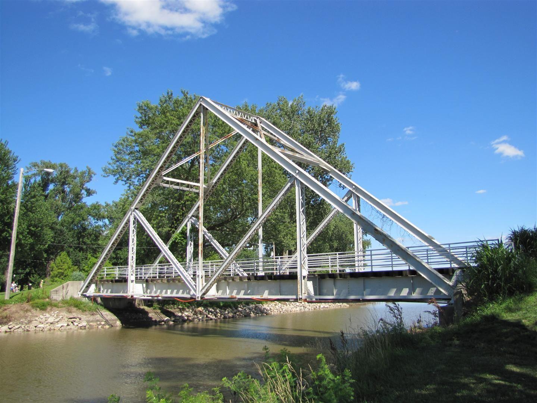 truss bridge strengths and weaknesses