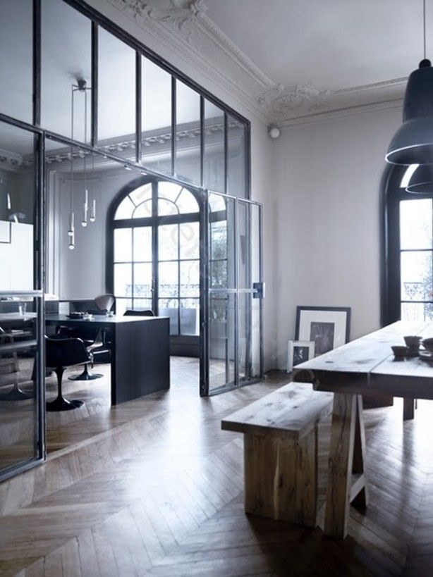 Wanden, gevels en deuren van glas en staal. | Glazen wand als ...