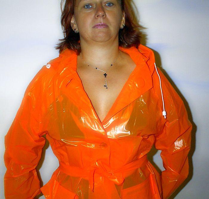 Pin auf Real Amateurs wearing PVC, Lack, Latex clothing