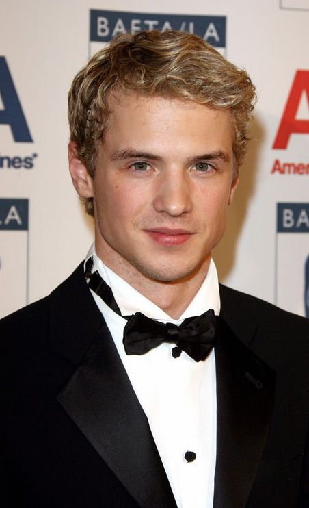 Freddie Stroma. Don't ya just love the british??