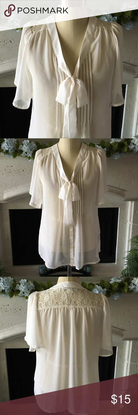 Forever 21 Tie Front Blouse Forever 21 Tie Front Blouse in a size M! NWOT! 100% polyester. Forever 21 Tops Tees - Short Sleeve