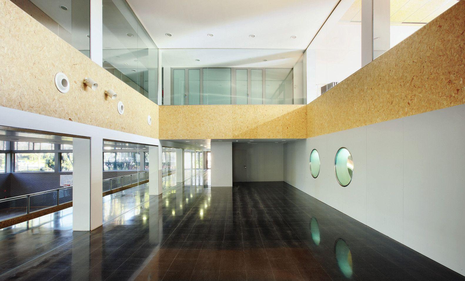 Galeria de Edifício Poliesportivo / Batlle i Roig Arquitectes - 26