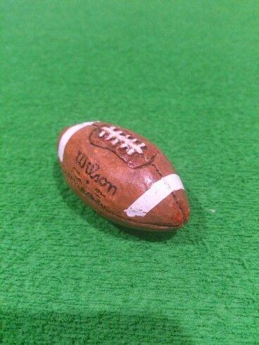 Pelota futbol americano en pasta de modelar y pintafa para fofucha ... 51ac61189e2