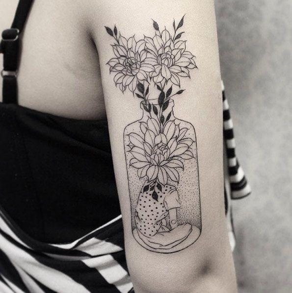 Floral vase by Sandra Cunha