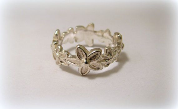Silver flower ring by Minicsiga on Etsy