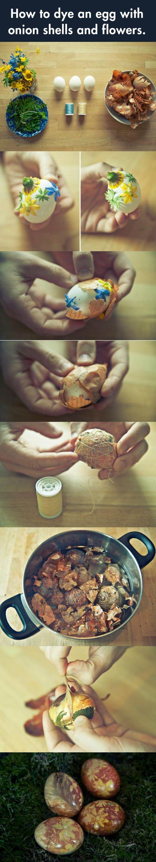 Mutatunk pár ötletet arra, hogyan dekoráld a húsvéti tojást hagymahéjjal és virágokkal. #husvet #tojasfestes #tojas #virag #hej #dekor #otthon #termeszetes