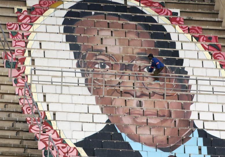 #world #news  Zimbabwean opposition leaders ally to challenge Mugabe