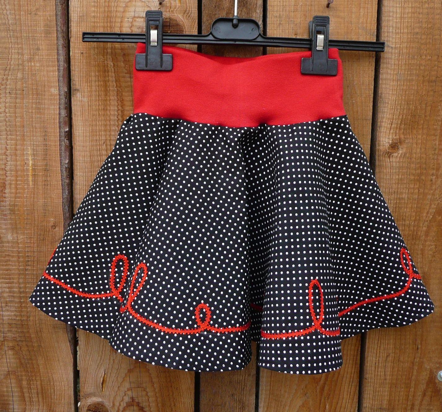 2a6ac7196a11 Dámská kolová - černý puntík Krásná dámská kolová sukně. Je ušitá z  bavlněné látky.