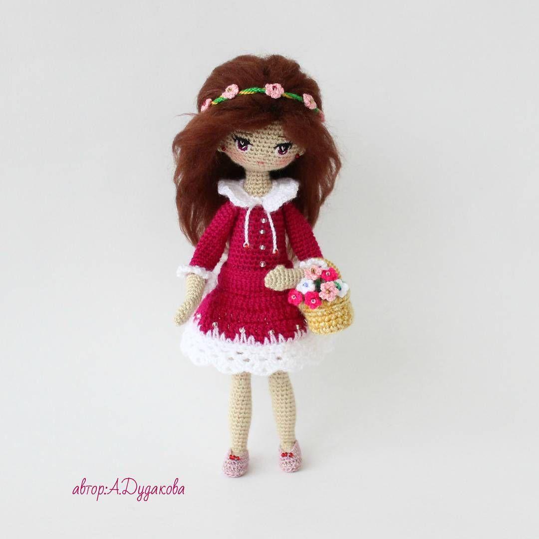 И зимой, и весной Аромат полевой И цветочная пыль в магазине. Ни кузнец ни пилот От меня не уйдет Без фиалок в плетеной корзине Полностью на каркасе.Умеет сидеть и стоять в обуви. Рост 21см . #handmade #crochetdoll #knitstagram #knitt #вязаные_игрушки #крючком #актау #Алёна_handmade #кукларучнойработы #вязаная_кукла #amigurumi #amigurumik #амигуруми #ручная_работа #crochet #вяжукрючком