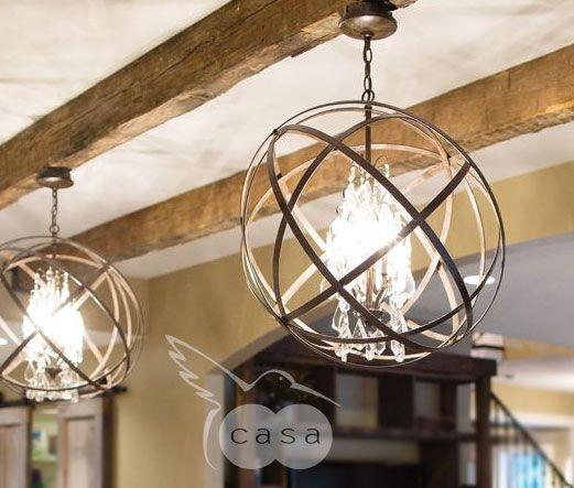 Lámparas en metal o tiras de madera. Dentro puede ser con focos vintage