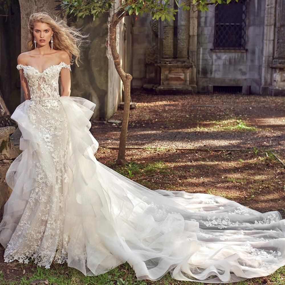 Appliques Lace Flowers And Crystals Are Featured In This Stunning Mermaid Weddin In 2021 Wedding Dresses Mermaid Sweetheart Wedding Dresses Eve Of Milady Wedding Gowns [ jpg ]