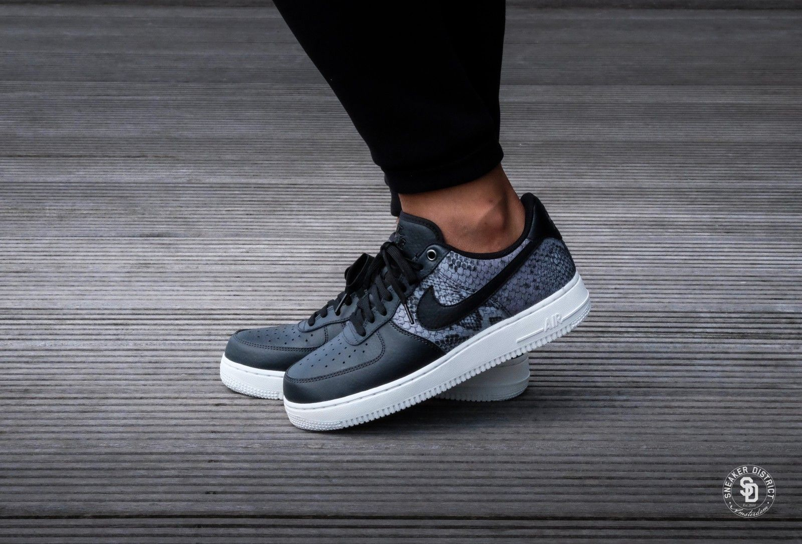 nouveau produit bc3a3 b9af3 Nike Air Force 1 '07 LV8 Anthracite/Black-Summit White ...