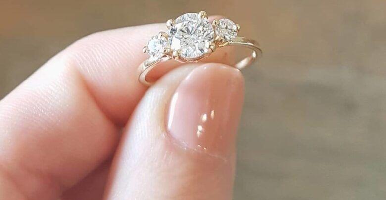 تفسير حلم خاتم ذهب للمتزوجة عند كافة المفسرين Engagement Rings Diamond Ring Crystals
