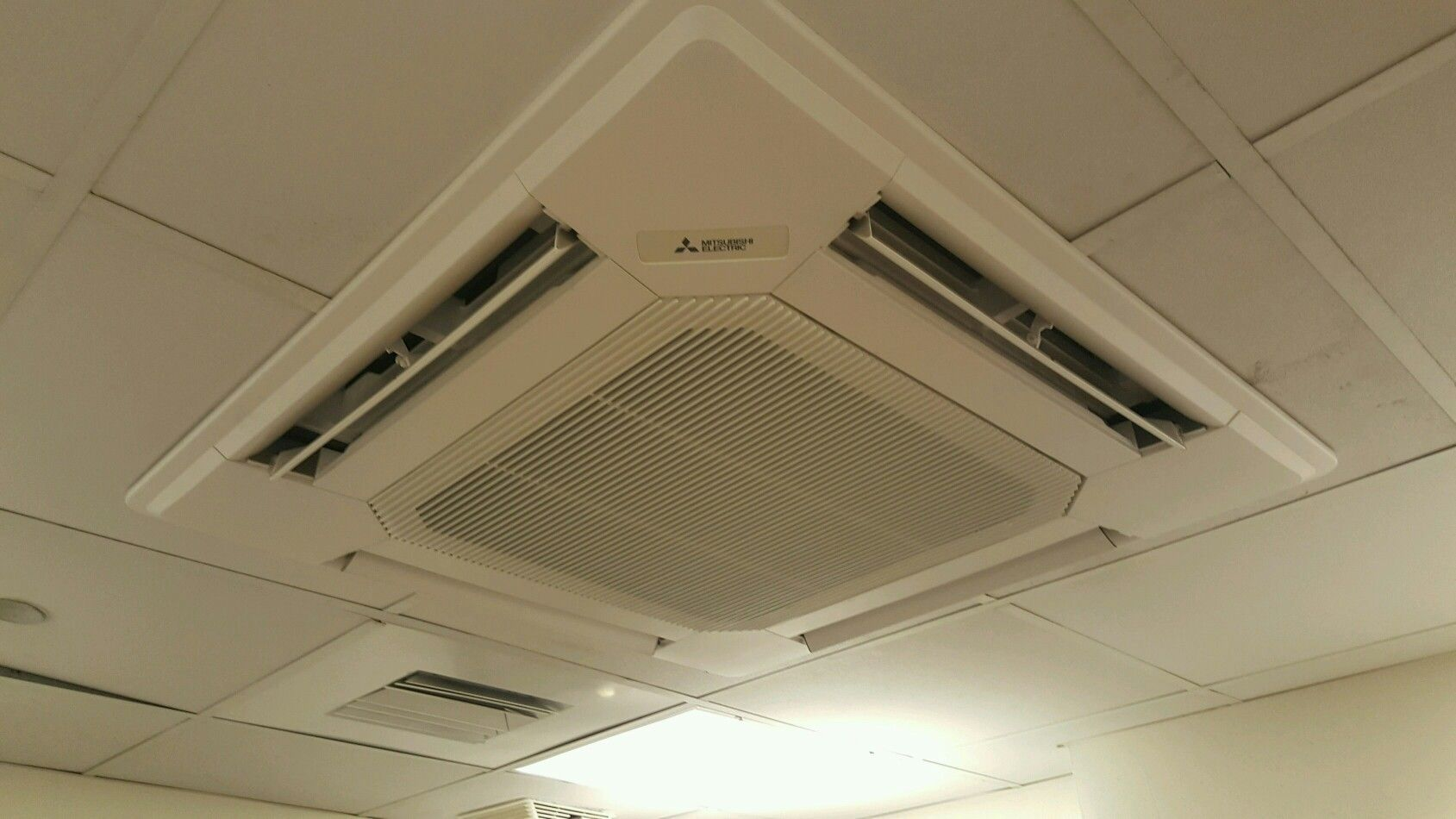 Mitsubishi 3 X3 Recessed Ceiling Cassette Indoor Unit Installed In A Hotel Kitchen Hotel Kitchen Heating And Air Conditioning Server Room