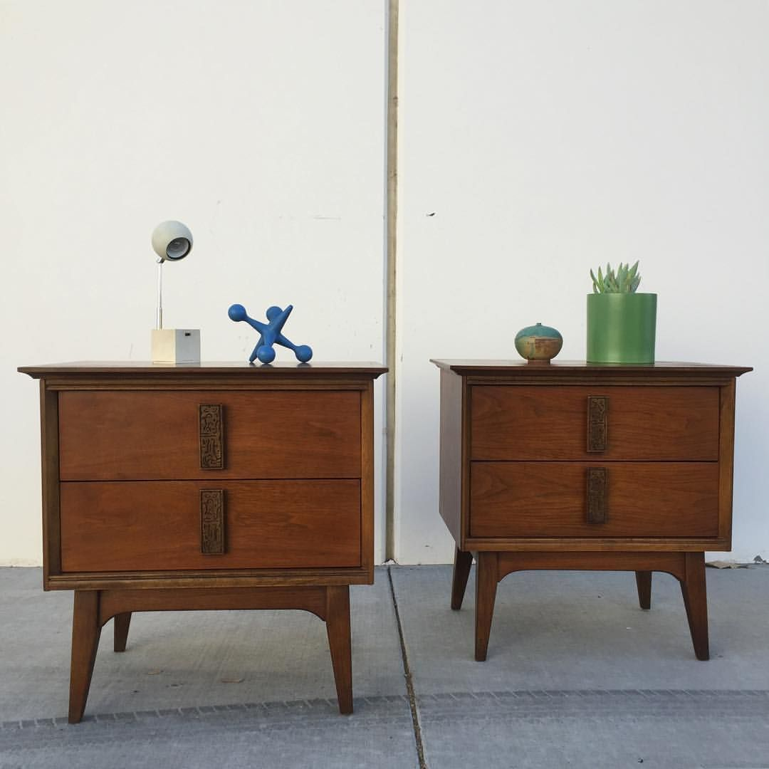 Beautiful Pair Of Bassett Mayan Nightstands Now Available At Post War Modern 499 For The Pair Dimensio Modern Interior Decor Vintage Furniture Bedroom Set