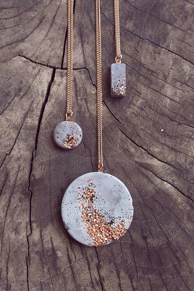 Ces colliers en pendentif en ciment sont magnifiques! Juste une image, mais semble simple t …