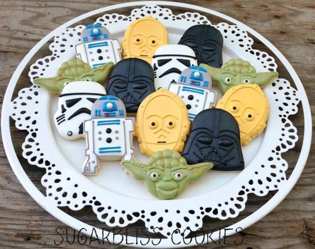 GEEK / Cake / Use the frosting, Luke! http://betweenthepagesblog.typepad.com/between-the-pages-blog/2013/06/sensational-star-wars-cookies.html