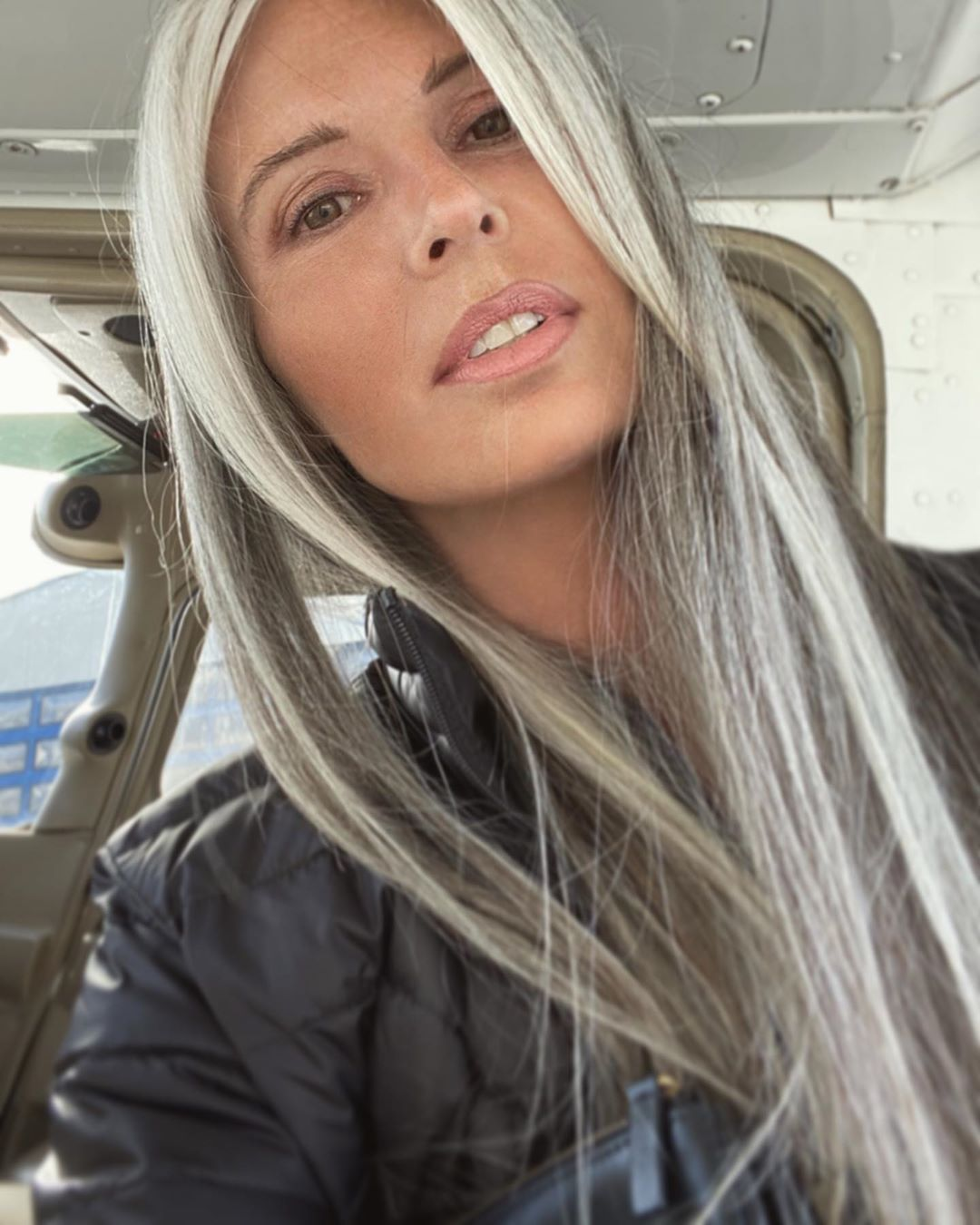 Annika Von Holdt On Instagram Have You Ever Been Into The Paid Date Nights Someone Wro Gray Hair Highlights Grey Hair Transformation Blending Gray Hair