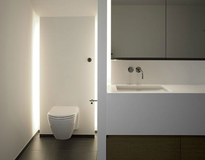 Wc met een wand met indirecte verlichting bathroom ideas for Indirecte verlichting toilet