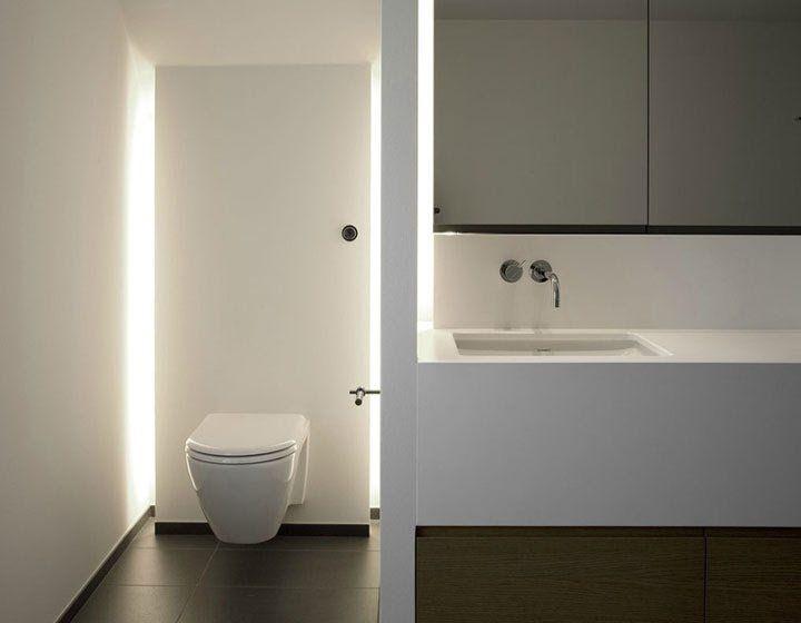 wc met een wand met indirecte verlichting bathroom ideas en 2018 pinterest salle de bain. Black Bedroom Furniture Sets. Home Design Ideas