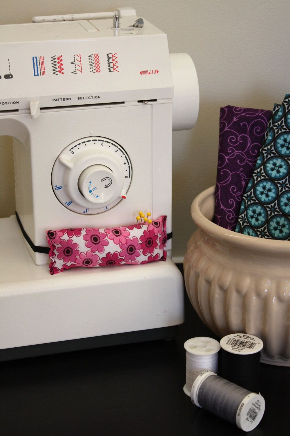 Sewing Machine Pin Cushion ... I'd like one with a Velcro strap instead of elastic for easier on/off!