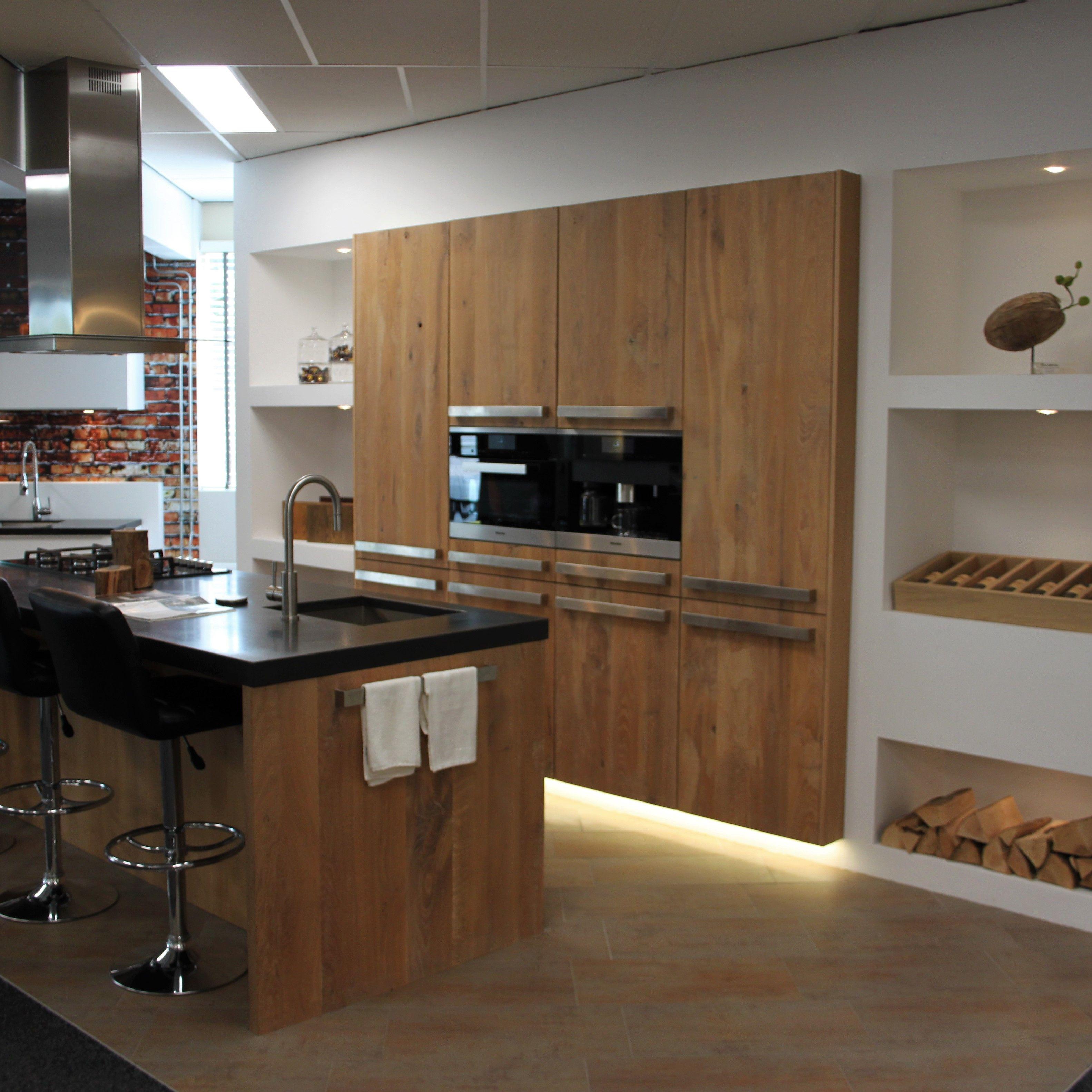 showroom keuken sense keukens betonnen werkblad eikenhout fronten meubelmaker nis wand ingebouwd. Black Bedroom Furniture Sets. Home Design Ideas