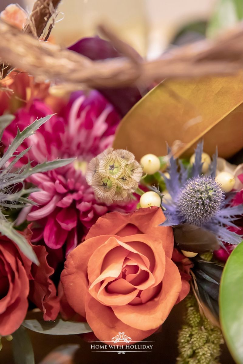 Jewel-Toned Thanksgiving Table Setting #thanksgivingtablesettings