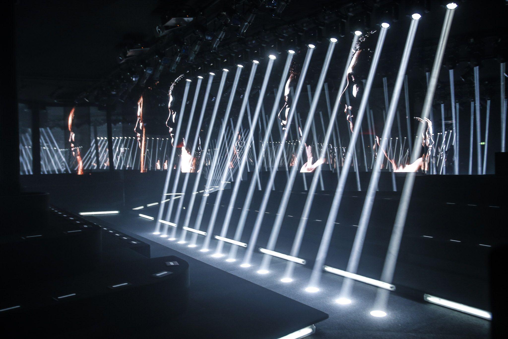 Slideshow The Atmosphere at Louis Vuitton Spring 2015