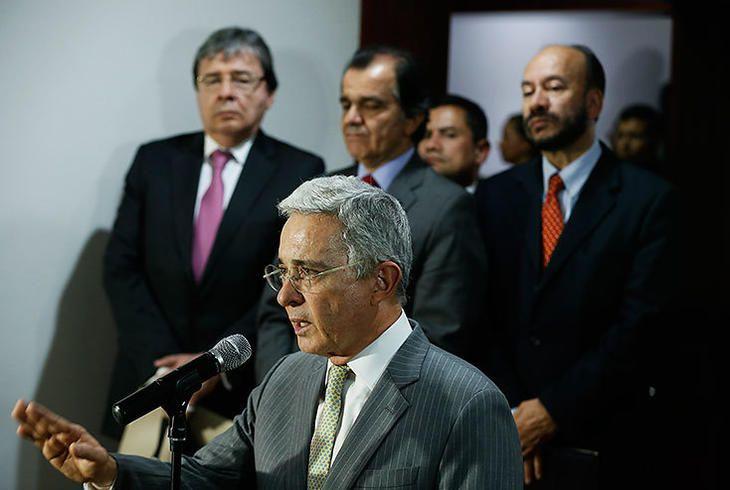 The New York Times califica a Uribe como el hombre que bloquea la paz en editorial - El Pais - Cali Colombia