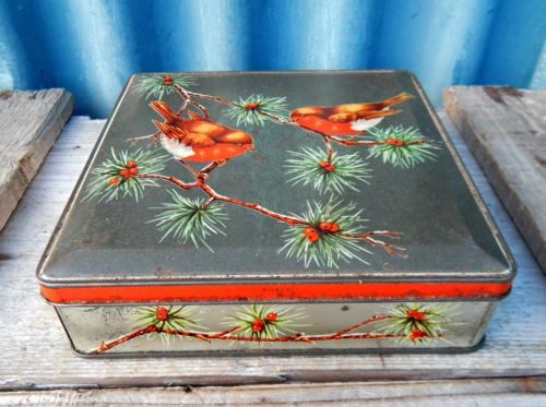 Gorgeous Small Vintage Christmas Robin Biscuit Storage Tin