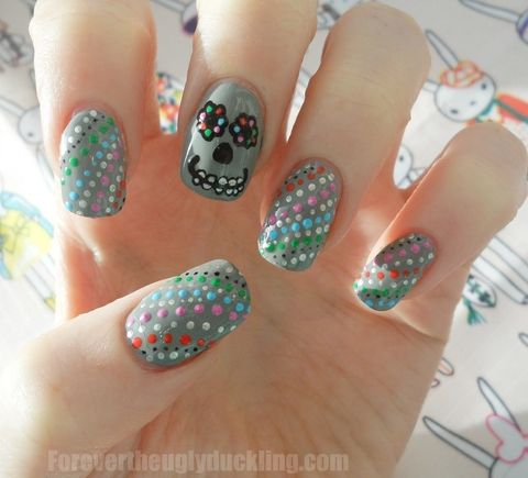 DIY Sugar Skulls very cute! And seems like it could be easy to do if you have the patience!
