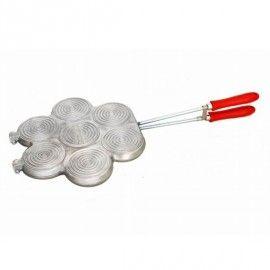 Grazie a questo praticissimo #stampo puoi realizzare tantissime #tigelle. http://www.cucinaincasa.com/it/elettro-center-stampo-x-tigelle-7-posto-con-tagliatigelle-3761.html