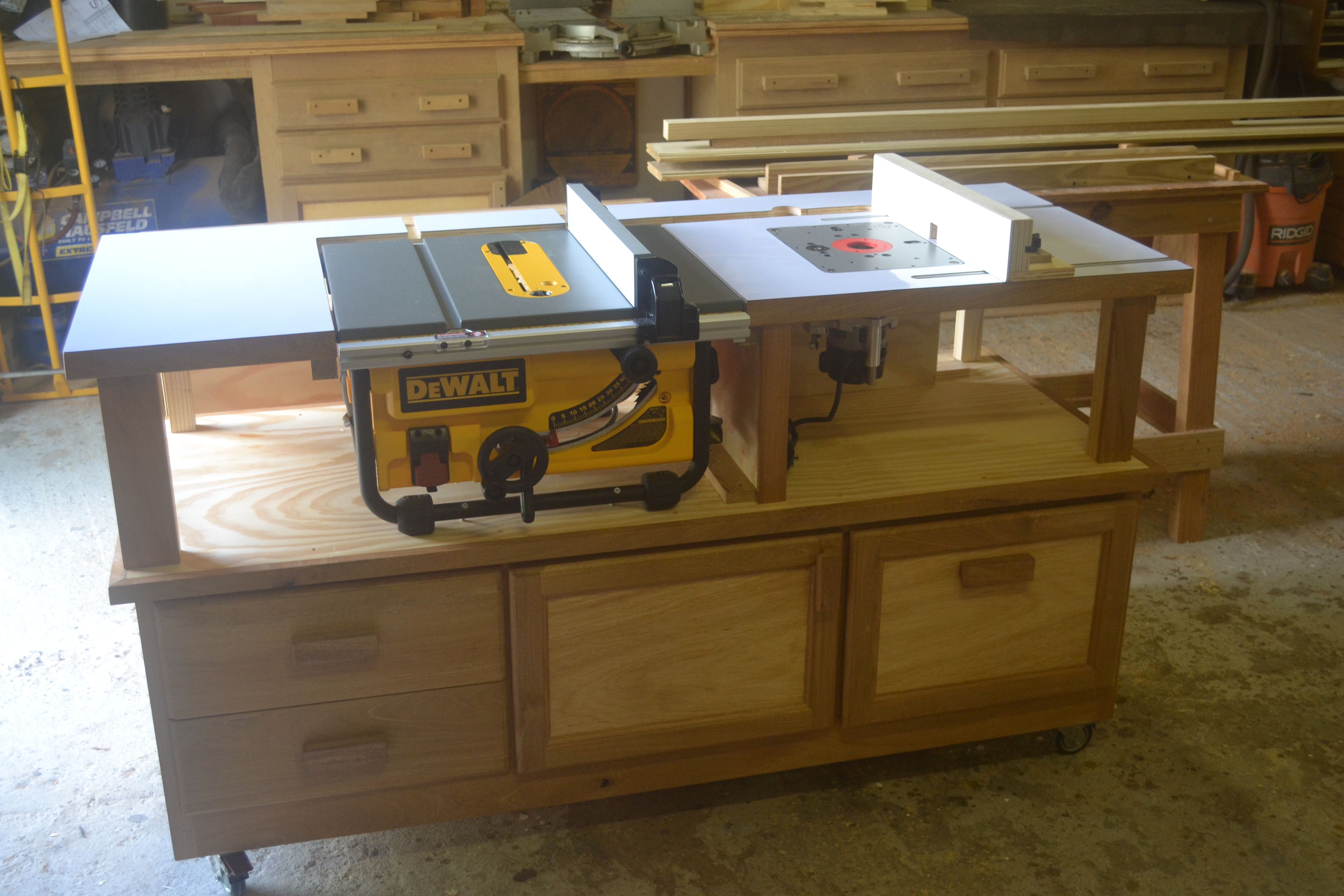 Mobile router table plans - Table Saw Router Combo Table On Casters Perfect But No Plans Provided